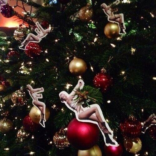 DIY Miley Cyrus Wreaking Bauble Xmas