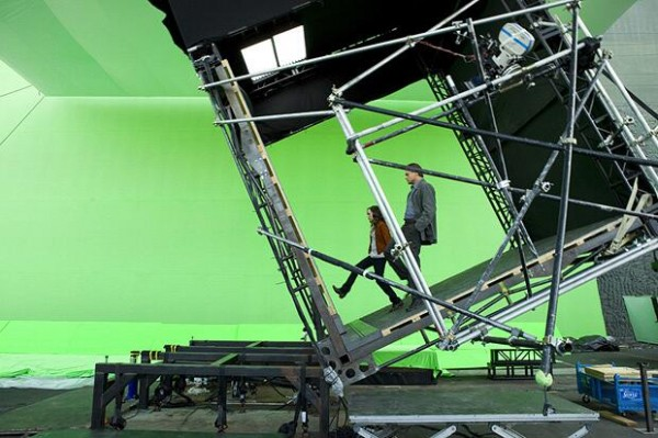 most amazing movie and TV behind-the-scenes of all time Ellen Page and Leonardo DiCaprio on the set of Inception