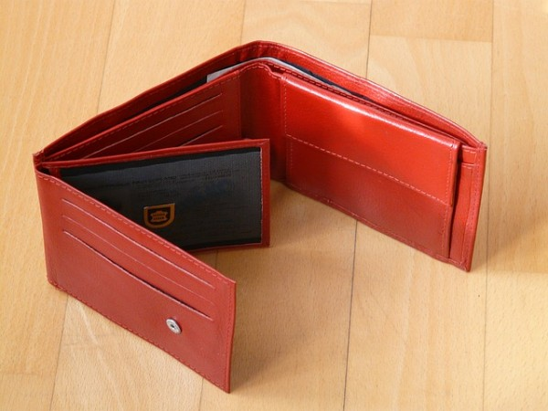 wallet 30 realistic things you should own at 30